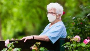 Nu kan plejehjemsbeboerne få flere besøg